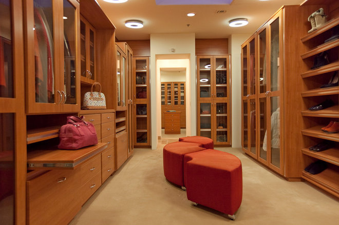 Contemporary Closet by Pinnacle Architectural Studio