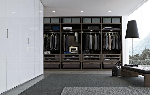 Contemporary Closet by Poliform
