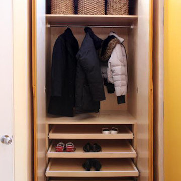 Contemporary Entry Closet / Wardrobe