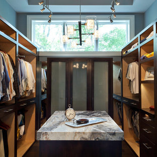 Exempel på en modern garderob för män