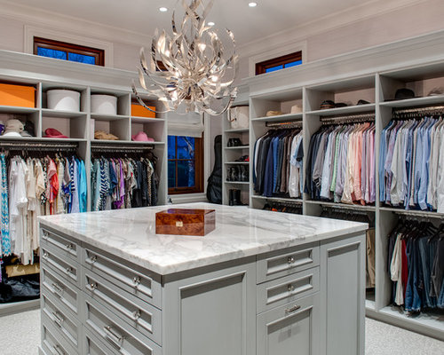 Master closet houzz for Walk in closet with island
