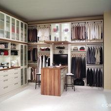 Modern Closet by EcoNize Closets