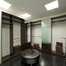 Modern Closet by EAG Studio