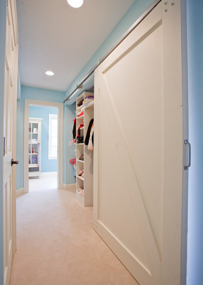 Traditional Wardrobe by Murphy & Co. Design