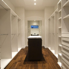 Modern Closet by Croix Custom Homes