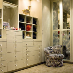 modern closet by Susan Newell Custom Home Builder, Inc.