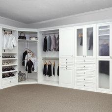 Traditional Closet by Carolina Closet