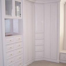 Closet by Stephens Custom Furniture Inc.