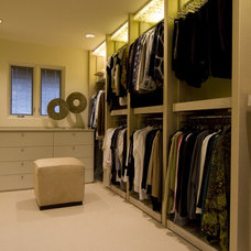 Modern Closet by Space Planning and Design, Inc