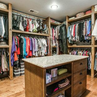 Foto de armario vestidor de hombre, minimalista, grande, con puertas de armario de madera oscura y suelo de madera en tonos medios