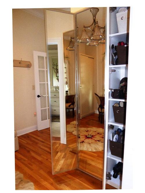 armoires et dressings bord de mer avec des portes de placard beiges photos et id es d co d. Black Bedroom Furniture Sets. Home Design Ideas