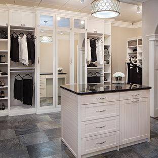 Réalisation d'un très grand dressing style shabby chic pour une femme avec un placard à porte shaker, des portes de placard blanches, un sol en carrelage de céramique et un sol gris.