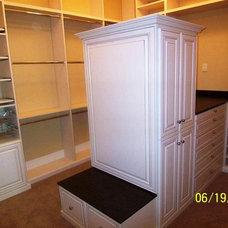 Traditional Closet by Closet Tec Inc