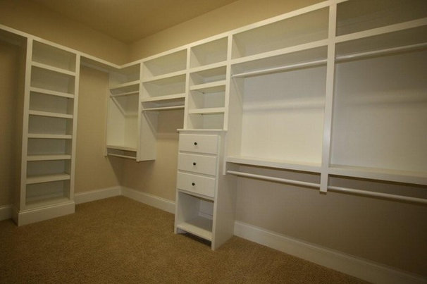 Traditional Closet by Deer Creek Homes, Inc.