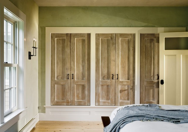 Traditional Closet by Smith & Vansant Architects PC