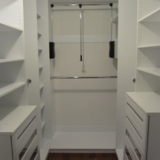 Modern Closet by Doernberg Design Associates, Inc.