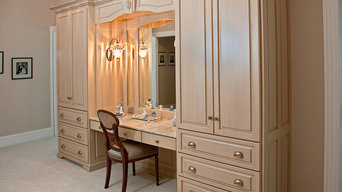 Double armoire makeup station