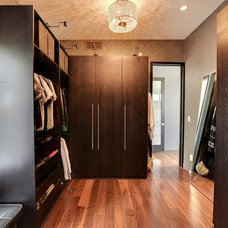 Contemporary Closet Dressing room/Closets