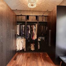 Contemporary Closet Dressing room/Closets