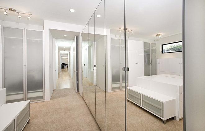 Contemporary Closet by Mark English Architects, AIA