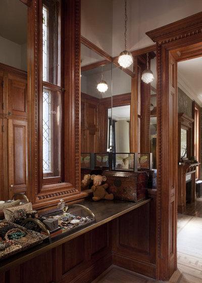 Transitional Closet by Neuhaus Design Architecture, P.C.
