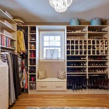 Dressing Room - Walk In Closet in Spring Blossom with Window Seat