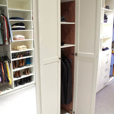 Traditional Closet by CLOSET THEORY by Janie Lowrie