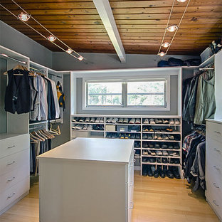 Design ideas for a midcentury storage and wardrobe in Atlanta.