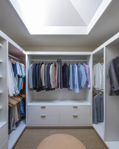 Contemporary Wardrobe by Avenue B Development