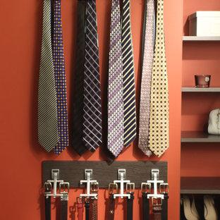 Imagen de armario y vestidor de hombre, clásico, con armarios abiertos