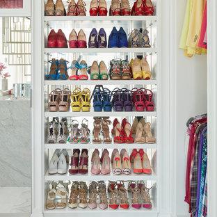 Imagen de vestidor de mujer, clásico renovado, grande, con suelo de baldosas de porcelana y suelo multicolor