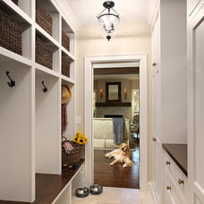 Traditional Closet by Elsie Interior
