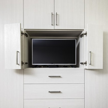 External Wardrobe and Media Center in Bianco Textured TFL