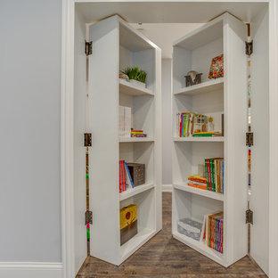 Foto de armario vestidor unisex, tradicional renovado, grande, con armarios abiertos, suelo de cemento y suelo gris