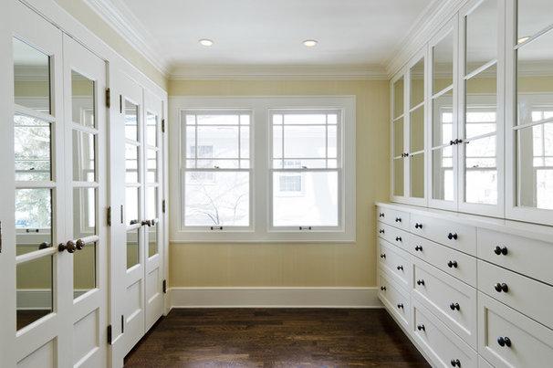 Traditional Closet by Cameo Homes Inc.