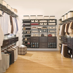 contemporary closet by freedomRail