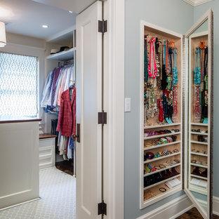 Exemple d'un grand dressing room chic pour une femme avec un placard sans porte, des portes de placard blanches et un sol en bois foncé.
