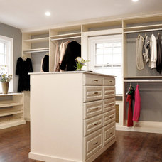 Contemporary Closet by Brunelleschi Construction