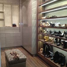 Contemporary Closet by UBK, Inc.