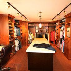 Closet by Archipelago Hawaii Luxury Home Designs