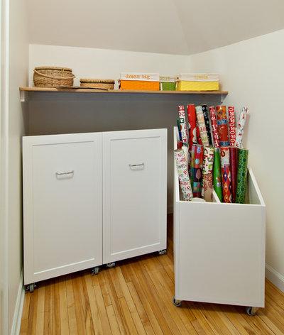Minimalistisch Ankleidezimmer by Twin Cities Closet Company