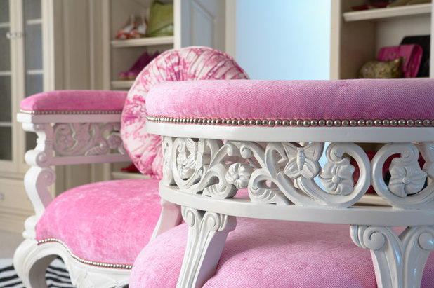 What is a Tete-a-Tete? Defining the Classic French Chair