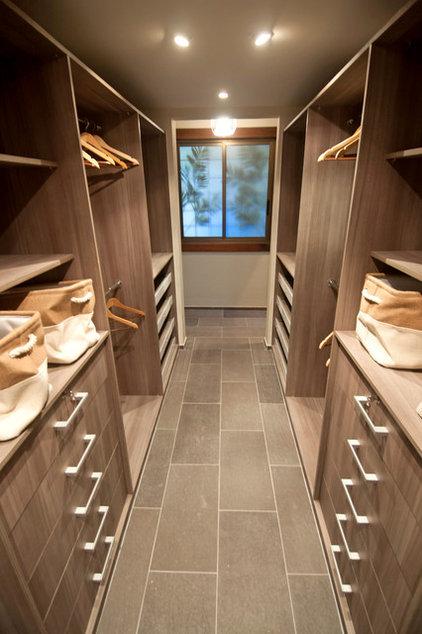 Contemporary Closet by TLC_Designs
