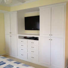 Traditional Closet by 3dhomeconstruction.com