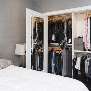 Ejemplo de armario de mujer, tradicional renovado, pequeño, con puertas de armario blancas, suelo de madera oscura y suelo negro