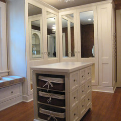 tropical closet by Green Trade Contracting