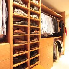 Modern Closet by k2studio