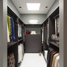 Modern Closet by Davignon Martin Architecture