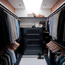 Modern Closet by Davignon Martin Architecture