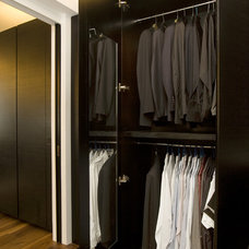 Modern Closet by Clifton Leung Design Workshop - CLDW.com.hk